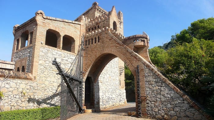 Pabellones Guell Manor